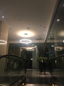 シンガポールairbnbエスカレータ