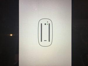 mac起動時に出た変なマウスの画像。